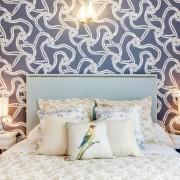 Светильники в спальне в голубых тонах