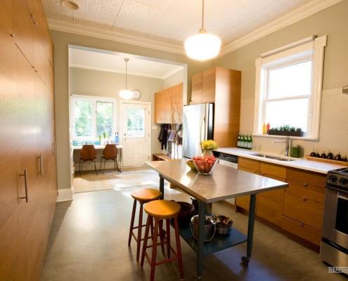 Снащение коридора кухонной мебелью