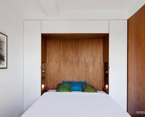 Главной особенностью спальни является кровать, встроенная в стену