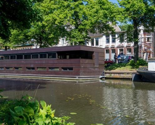 Современный плавучий дом