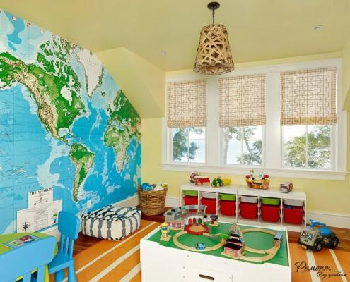 Плетеный абажур в детской с картой на стене