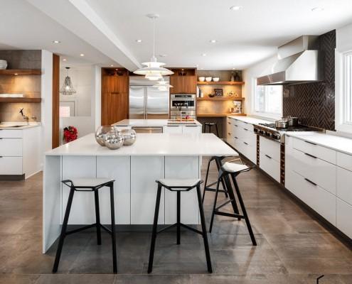 Темно-серый кафель на кухне