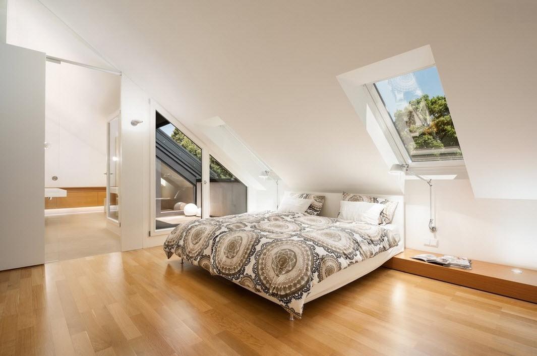 Спальня под скатной крышей
