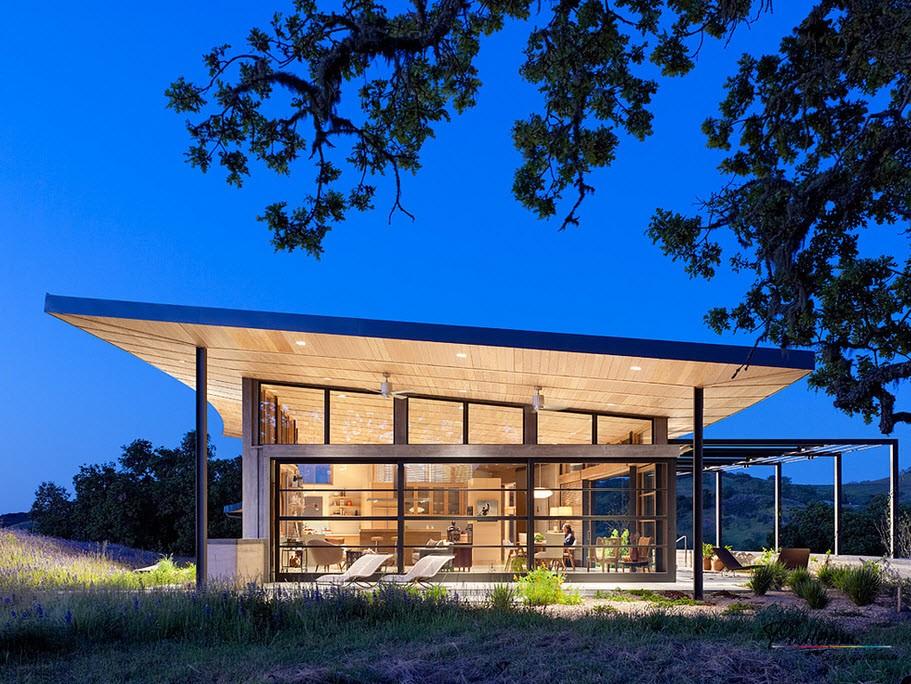 Оригинальный дом из стекла