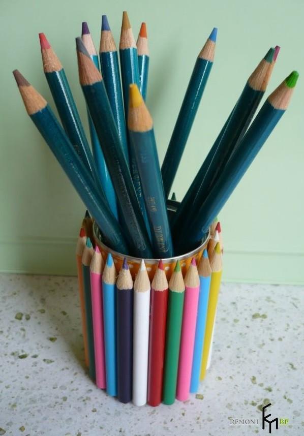 Подставка, обклеенная карандашами