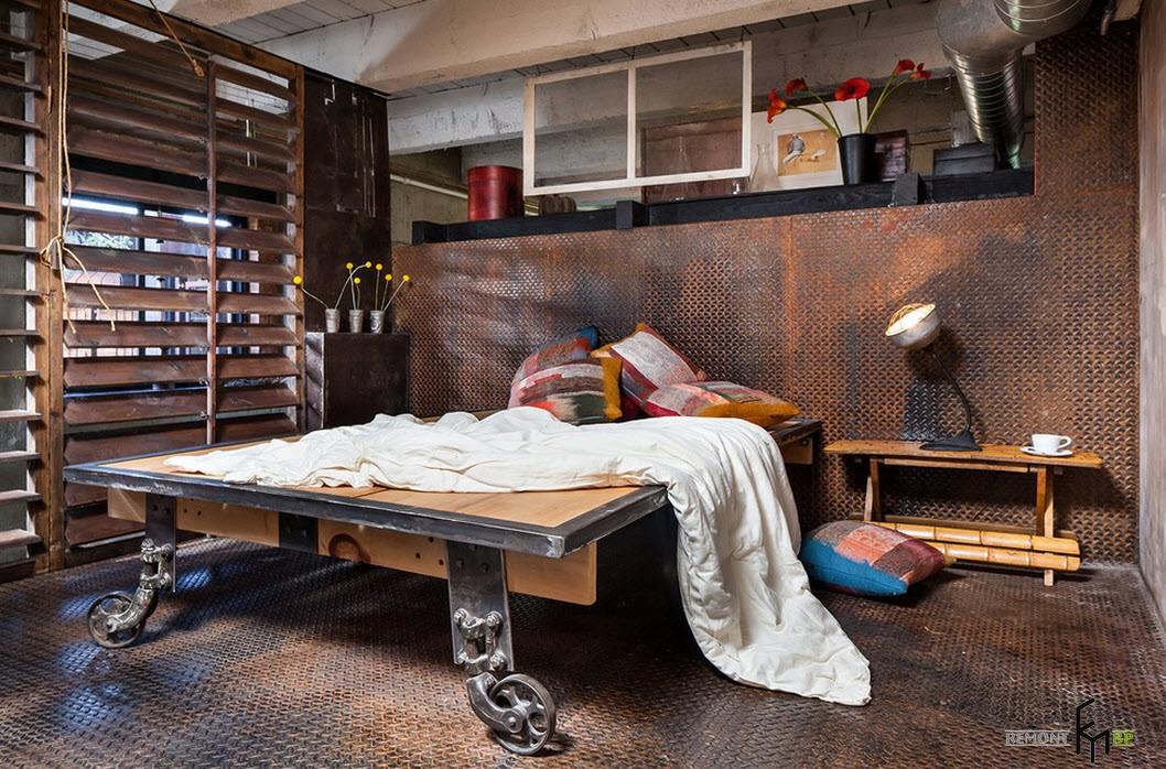 Кровать на колесах в стиле лофт