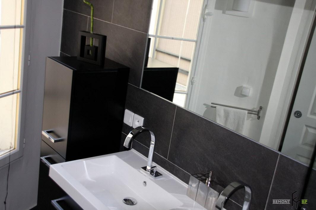 В черно-белой ванной