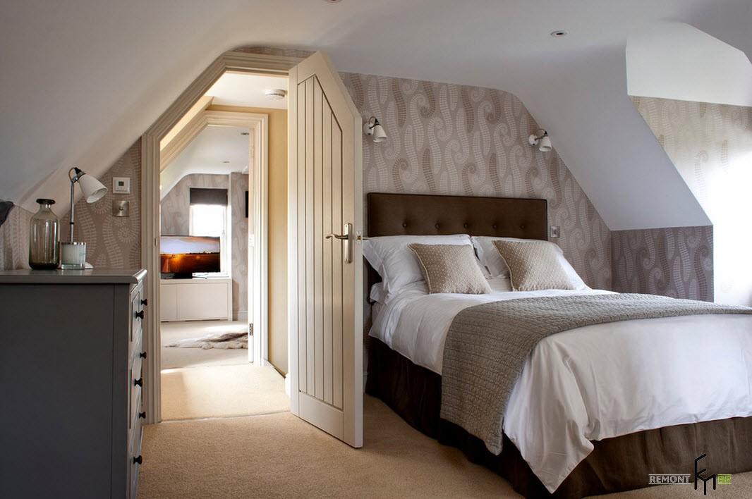 Оформление спальне на мансарде