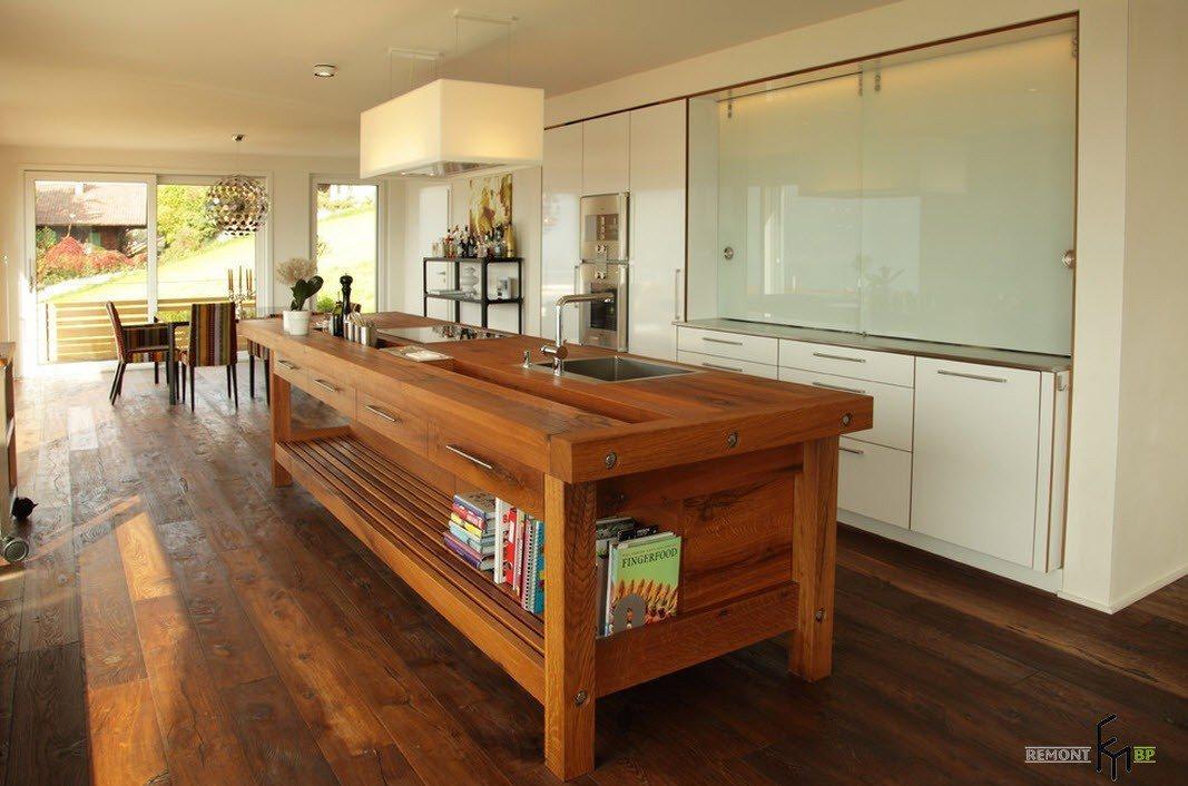 Деревянный кухонный остров