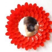 Красное декоративное зеркало