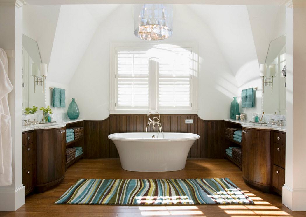 Яркие полосы на коврике в ванной