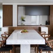 Интерьер кухни в нейтральных цветах