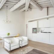 Кухня-студия в доме из бруса