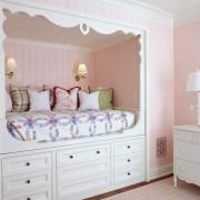 Оригинальное оформление спального места