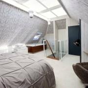 Окно на потолке в спальне