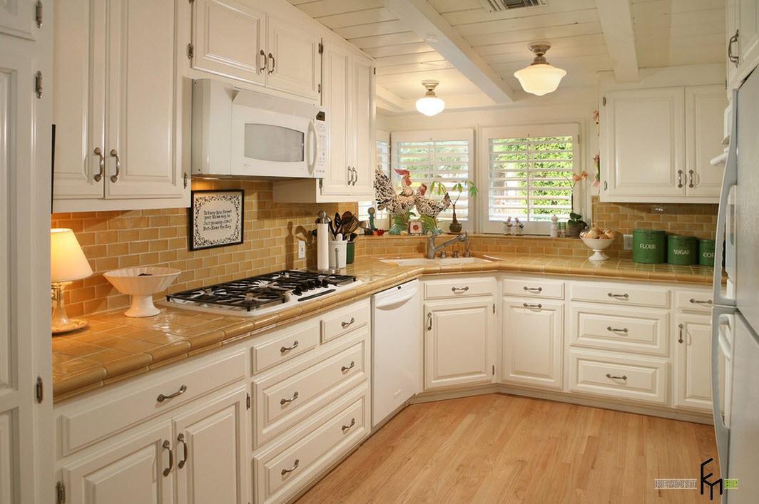 Кухонная зона с защитным фартуком