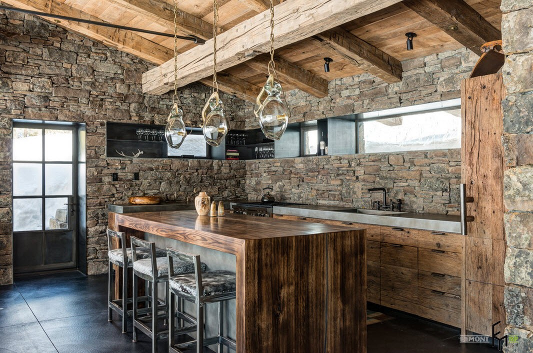 Кухонная зона с камеными стена