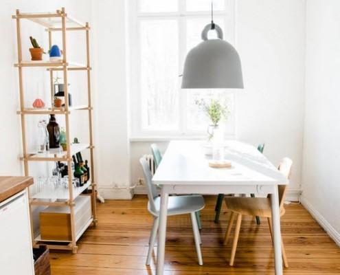 Столовая зона на кухне в скандинавском стиле