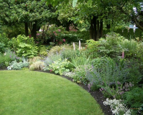 газон с цветником