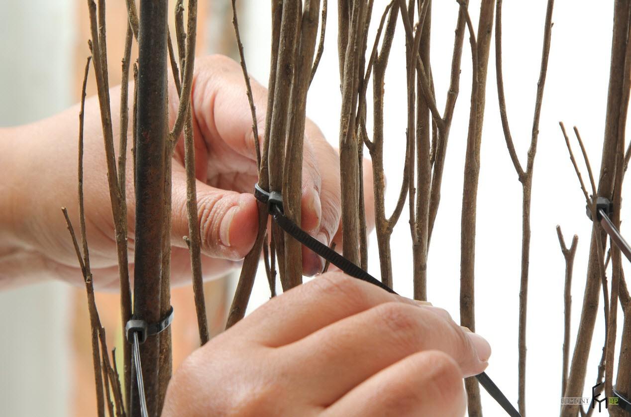 Связать ветки при помощи провода