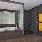 Ванная, оформленная стеклоблоками
