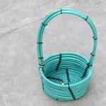 Как сделать корзину, используя садовый шланг