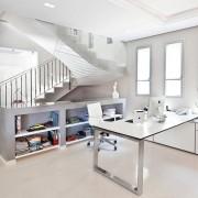 Письменный стол в стиле хай-тек