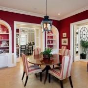 Полосатые кресла в гостиной