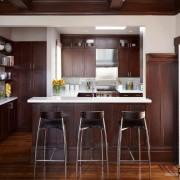 Необычная барная стойка на кухне