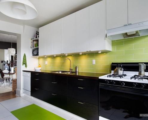 Салатный кафель на кухне