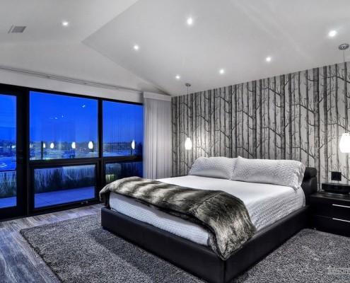 Нарисованный лес на стене спальни