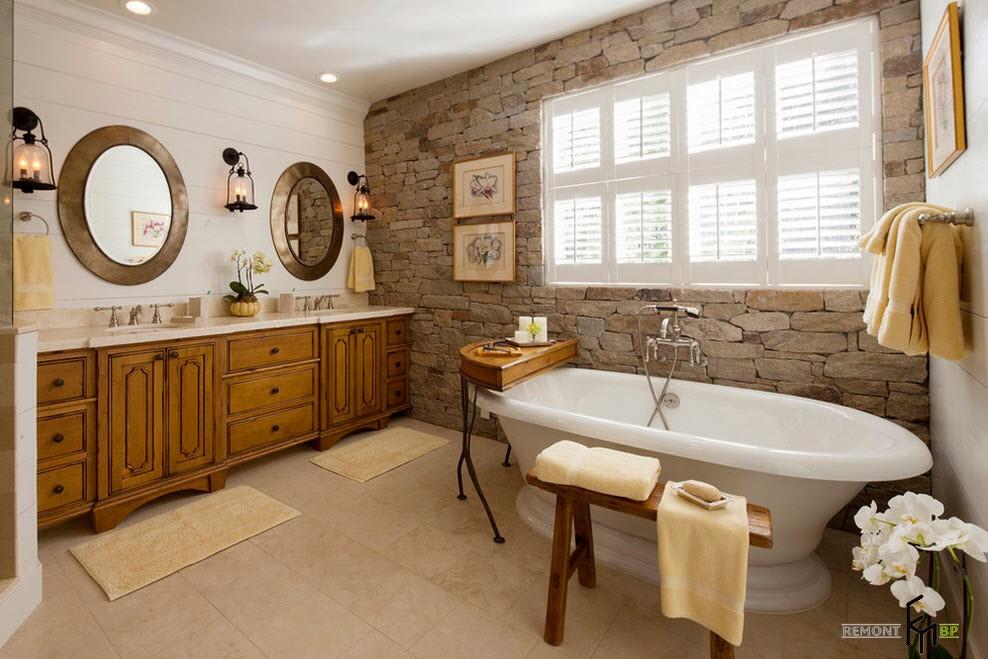 Каменная стена в ванной