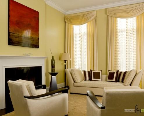 Цвет штор в классическом стиле должен быть немного ярче, чем стены