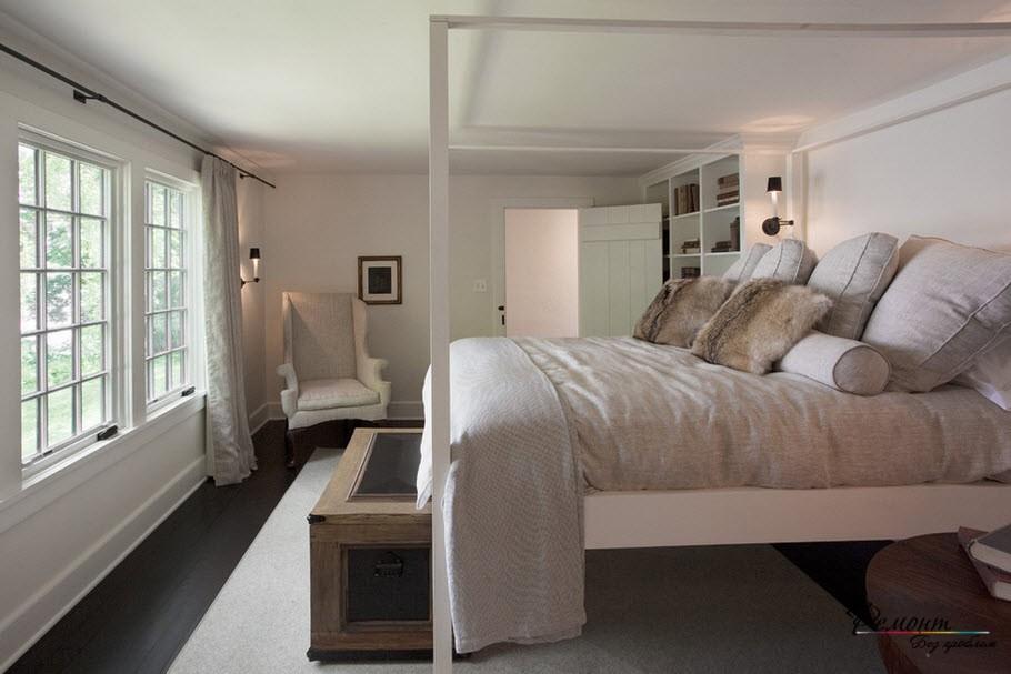 Большая кровать с рамой
