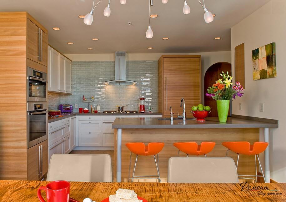 Уютная и яркая кухня