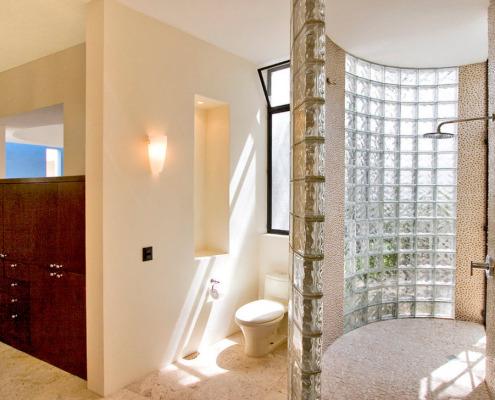 Ванильные окрашенные стены в ванной