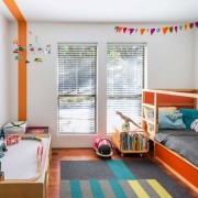 Яркая мебель в детской комнате