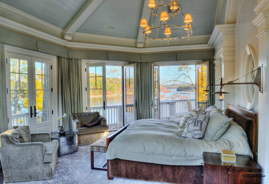 Доминанта серого в роскошной спальне загородного дома