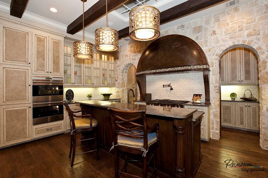Кухня из светлого камня