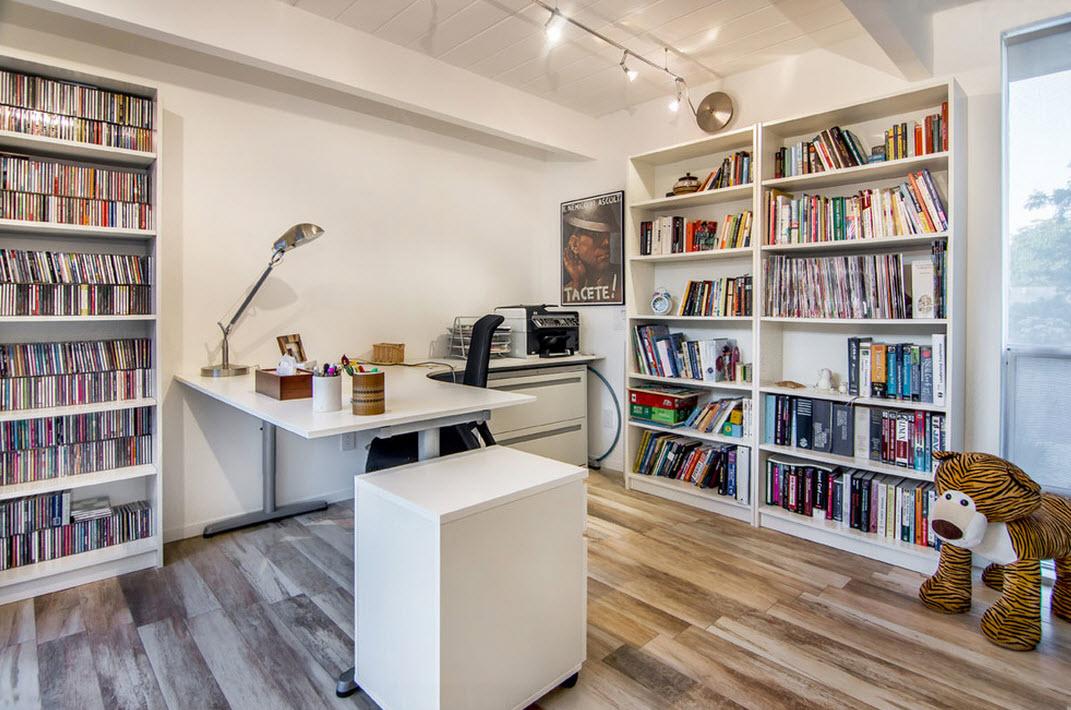 Большой книжный шкаф в кабинте