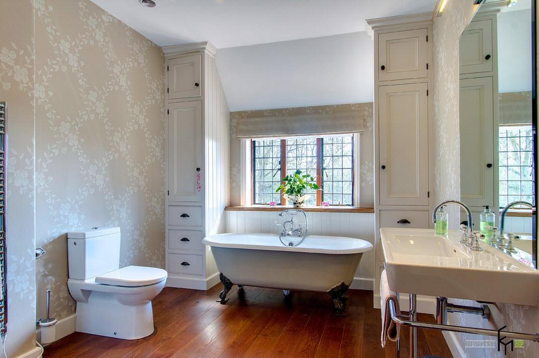 Ванна у стены