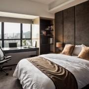 Контрастный интерьер спальни