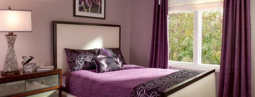 Картина над кроватью в спальной комнате
