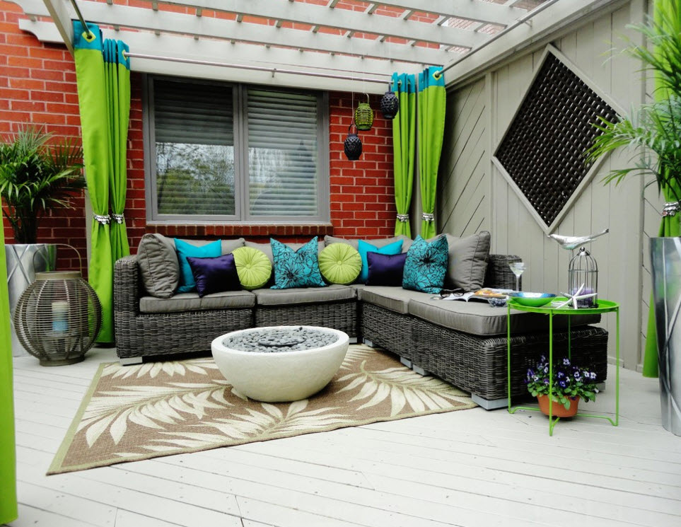 Зеленые шторы на люверсах