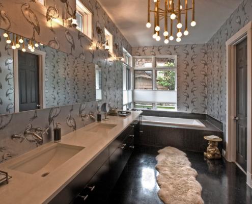 Меховой коврик в ванной