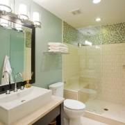 Декоративная мозаика в ванной