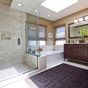 Ванная комната с ковром
