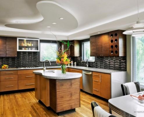 Изогнутая конструкция на потолке в кухне