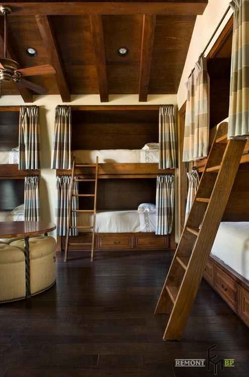 Спальня со множеством кроватей