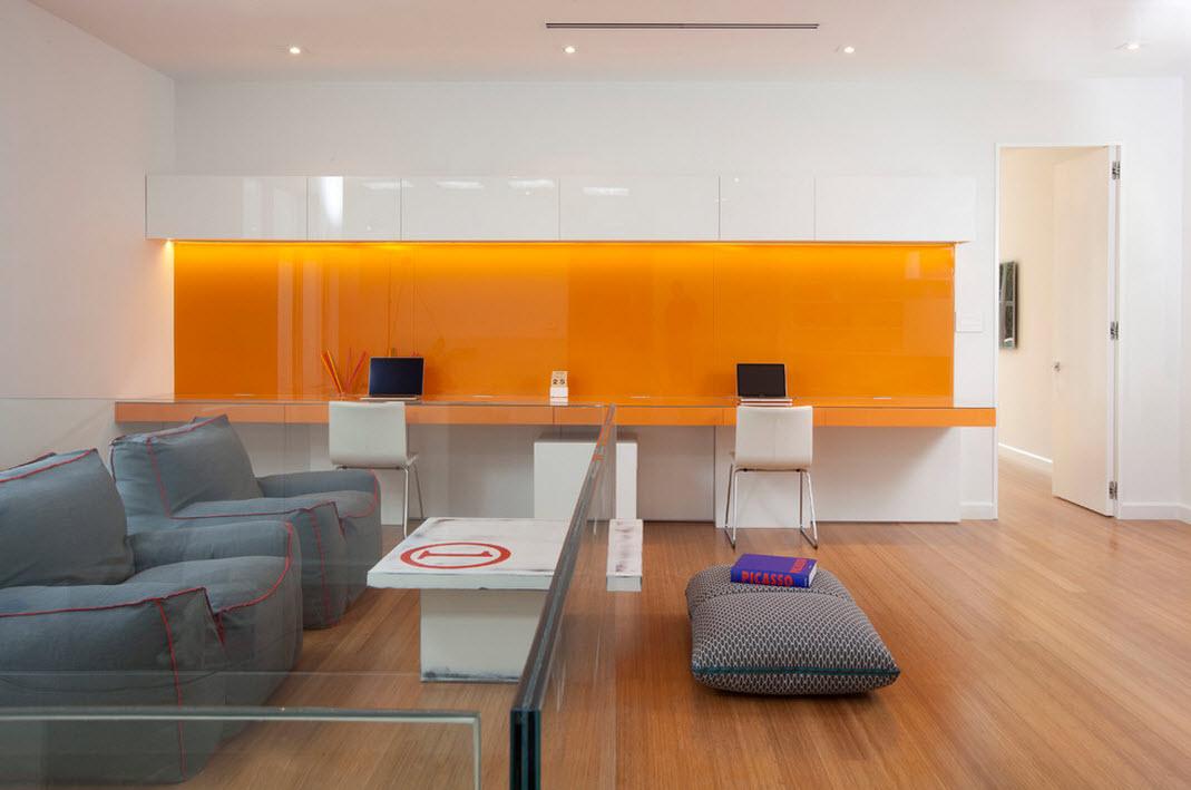 Яркие элементы оформления кабинета